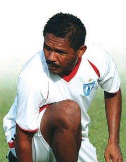 http://www.jadigitu.com/2012/11/10-pemain-bola-hebat-asal-papua.html
